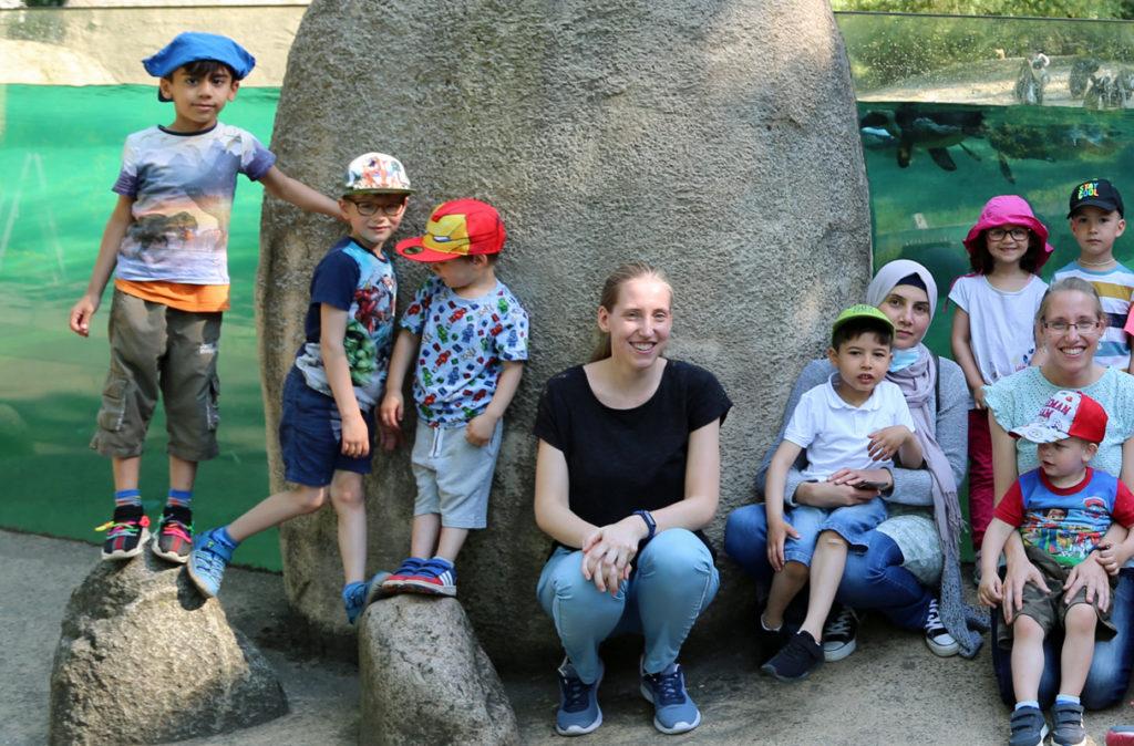 teil-eines-gruppenbildes-von-kindern-im-zoo-wuppertal